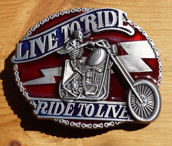 "Motor buckle  "" Live to ride,  Ride to live ""   Rood"