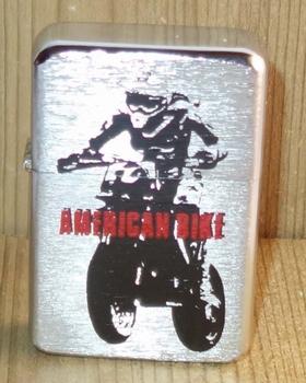 """Aansteker   """" American bike """"   Zilverkleurig"""
