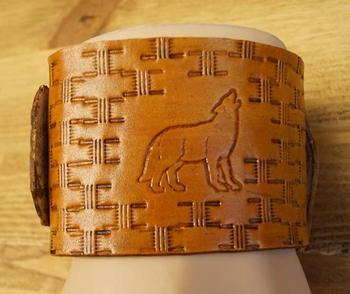"Brede leren armband  "" Wolf ""  Beige"