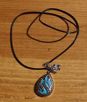 Ketting met turquoise druppel / steen met strass