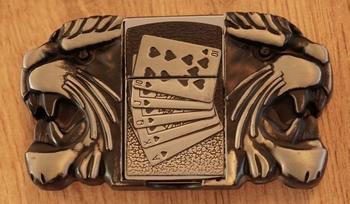 """Aansteker gesp  """" Pokerhand  + leeuwenskop """""""
