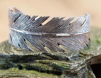 """Zilveren brede klemarmband  """" Veer """""""