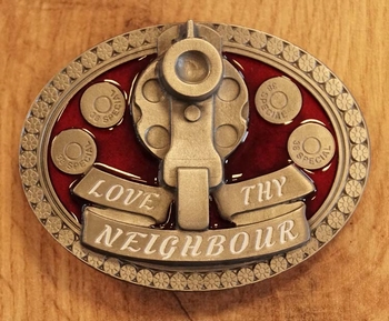 """Buckle """" Love thy neighbour """" wapen met kogels"""