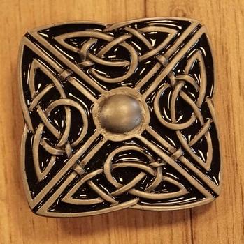 """Buckle  """" 4 delige Keltische knoop """" zwart / nikkelkleurig"""