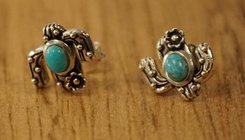 """Zilveren oorknopjes  """" Turquoise steen met zilver sierwerk """""""