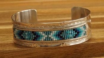 """Handgemaakte indiaanse klemarmband """" Indaanse kralen """""""