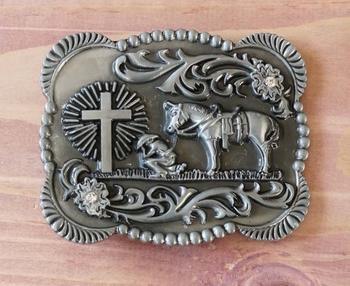 """Buckle """" Cowboy met paard aan het bidden bij kruis """""""