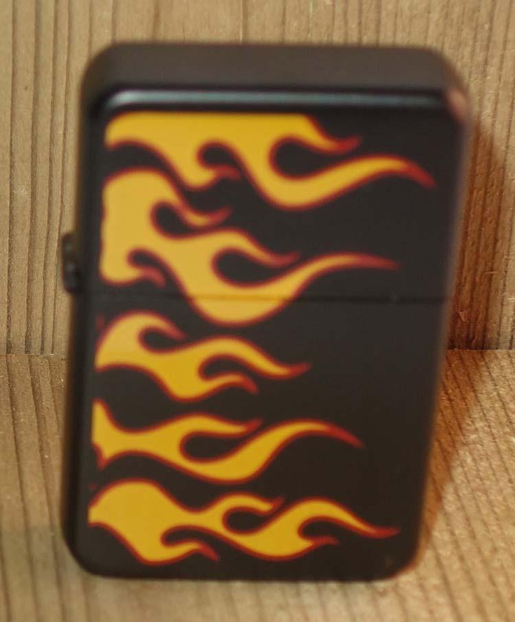 """Aansteker   """" Vlammen """"   Zwart"""