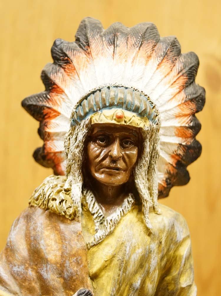 """Beeld  """" Indiaan """"   American legend"""