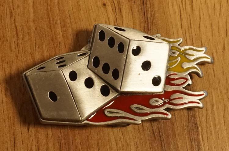 """Belt buckle  """" Dobbelstenen """"  nikkelkleurig/rood/geel"""
