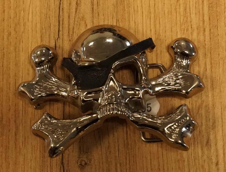 """Belt buckle  """" Piratenschedel met botten """""""