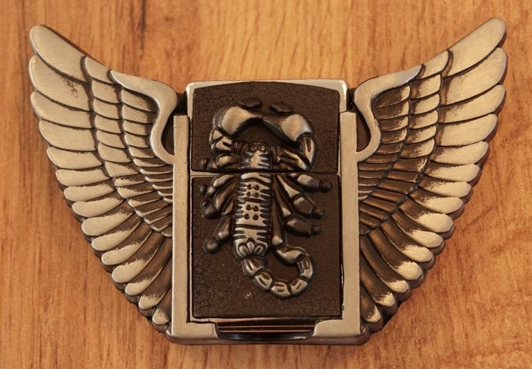 "Belt buckle with lighter  "" Scorpion met vleugels """