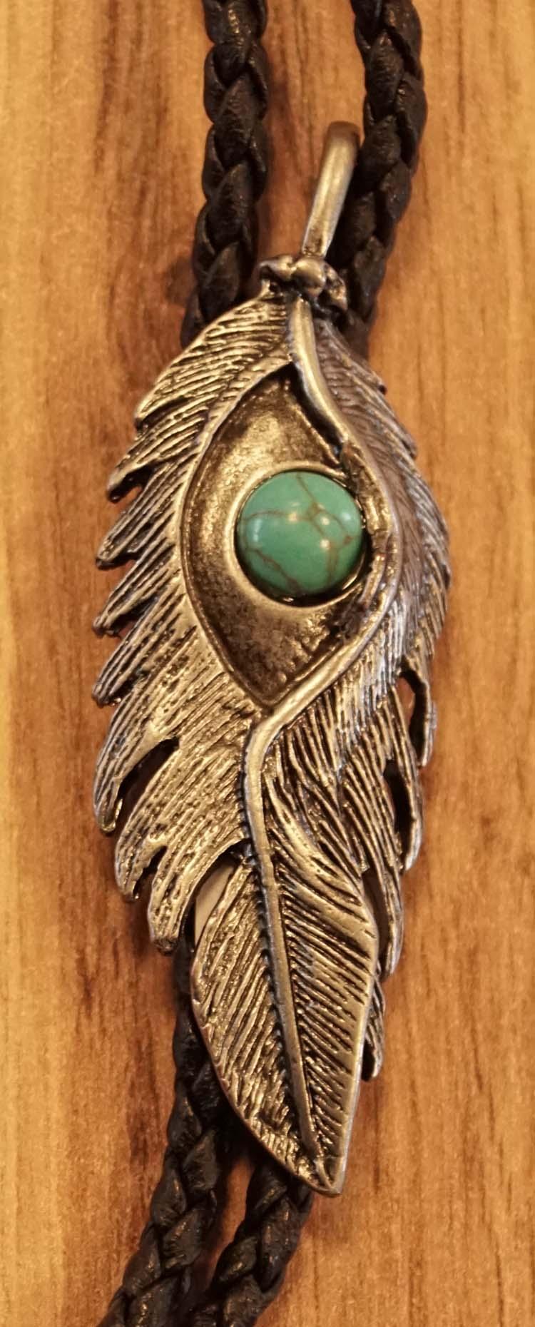 """Bolo tie  """" Veer met turquoise steen """"  nikkelkleurig"""