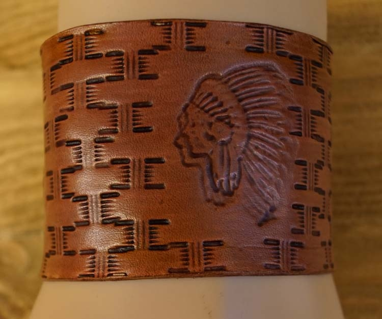 """Brede leren armband  """" Adelaars + indiaan """"  Beige"""