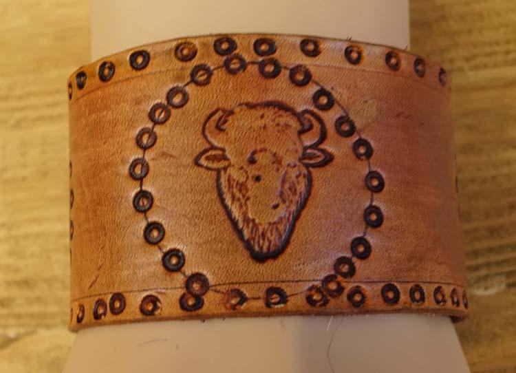 """Brede leren armband  """" Adelaars en bizon """"  Beige"""