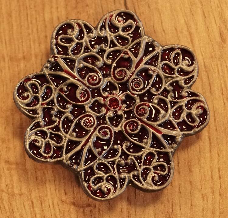 """Buckle  """"  Keltische bloem """"  rood / nikkelkleurig"""