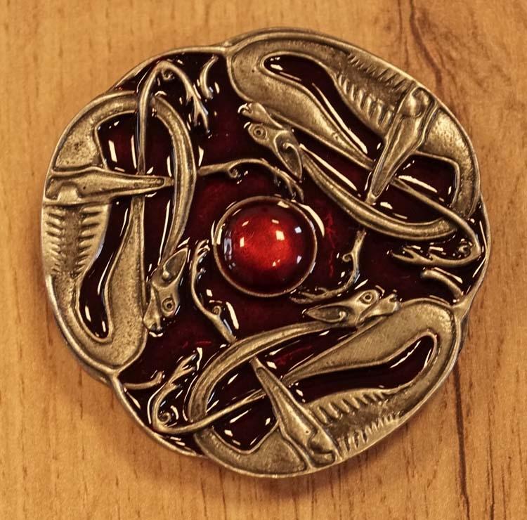 """Buckle  """" 3 Keltische slangen """" rood / nikkelkleurig"""