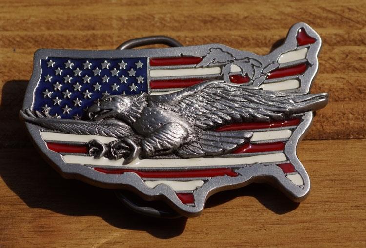"""Buckle  """" Adelaar vliegend op Americaanse vlag """""""