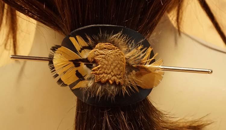 """Leren haarspeld  """" Adelaar met bruine veren """""""
