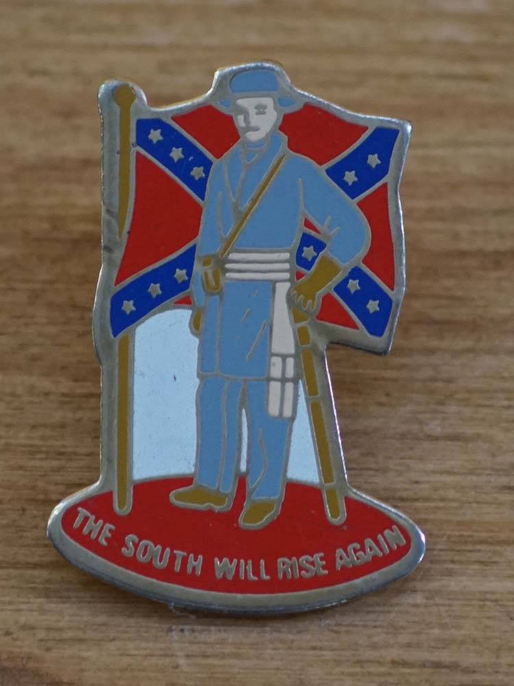 """Pin / speldje  """" The south will rise again """""""