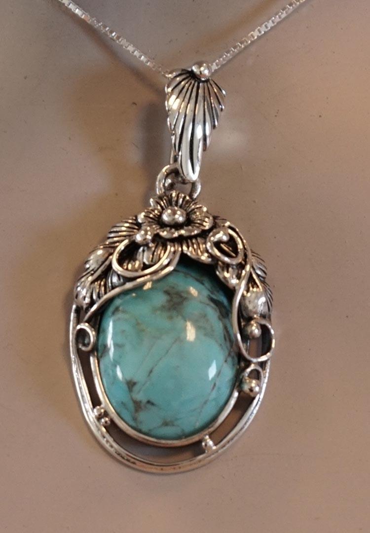 """Zilveren hanger """" Bloemmotief met turquoise steen """""""