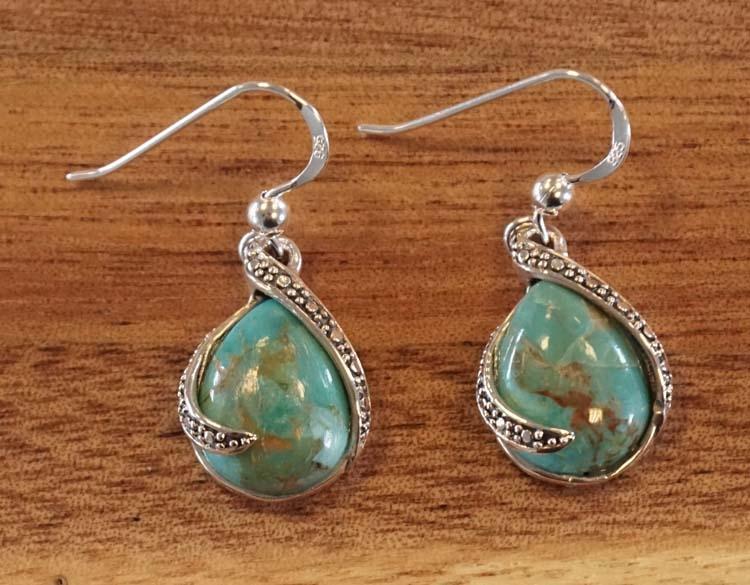 """Zilveren oorhangers """" Turquoise steen druppel met sierrand """""""