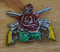 "Belt buckle  "" Country rose with guns """