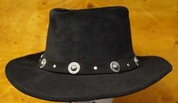"""Suede hoed  """" Minnetonka hoedband concho's """"   Zwart"""