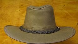 """Wax hoed  """"  B.C. hats """"   Bruin"""