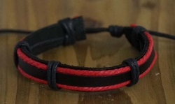 "Leren armband  "" Zwart / rood """