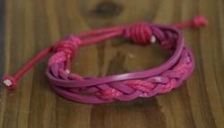 """Leren armband  """" Gevlochten """"   Roze"""