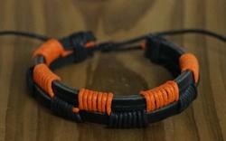 """Leren armband  """" Zwart / oranje """""""