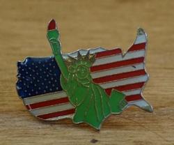 """Pin / speldje  """" America met vrijheidsbeeld """""""