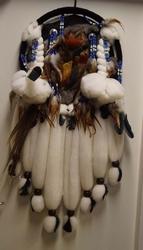 Wollen indiaanse mandala met adelaars veren en kralen
