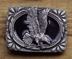 """Siergesp  """" Grijpende adelaar """"   Zwart / zilverkleurig"""