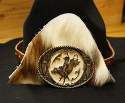 """Hoedband bruin  """" Rodeo riding  + koeienhuid en studs """""""