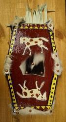 """Decoratiebord  """" Paarden met koeienhuid en leren franjes """""""