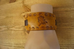 "Brede leren armband  "" Country roos ""  Beige / bruin"