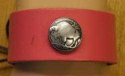 """Brede leren armband met veter vast maken  """" Bizon """" Roze"""