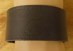 "Schuine leren armband  "" Wolf ""  Grijs"