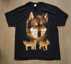 """T shirt """"  Groep wolven """"   Zwart"""
