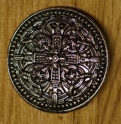 """Pin / speldje  """" 4 Keltische knopen met dolk """""""