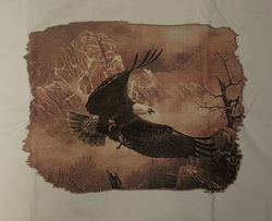 """T-shirt """" Adelaar vliegend bij de rotsen """" Wit"""
