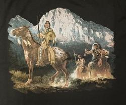 """T-shirt """" Indiaan in de bergen """" Zwart"""