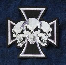 """Applicatie  """" Maltezer kruis met 3 doodskoppen """""""
