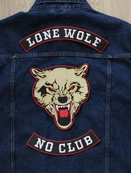 "Set 3 applicaties "" Lone wolf, no club """