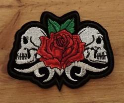 """Applicatie  """" Doodskoppen met roos """""""