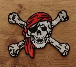 """Applicatie  """" Piratenhoofd met botten """""""