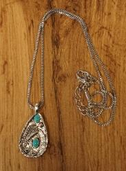 Ketting met turquoise steen met veer +  oorbellen veren