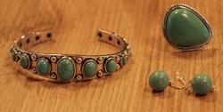 Klemarmband met turquoise stenen + oorbellen + ring